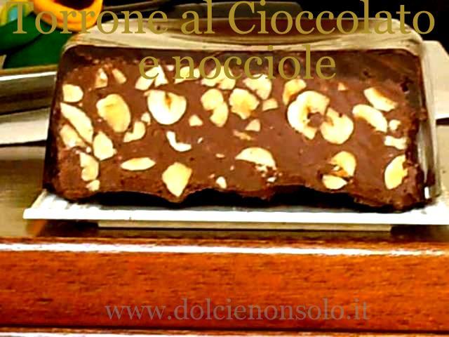 torrone al cioccolato e nocciole