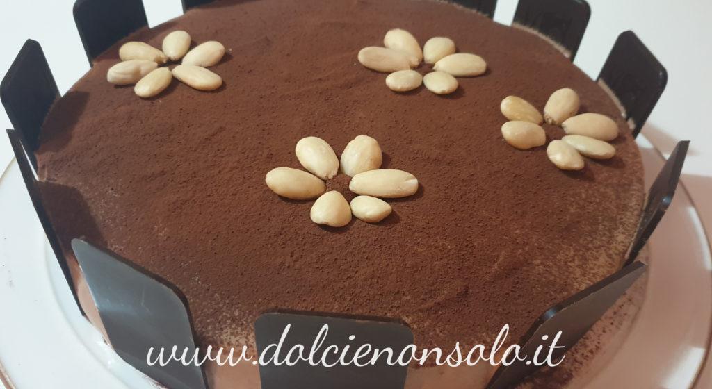 Torta mousse delicata al cioccolato fondente