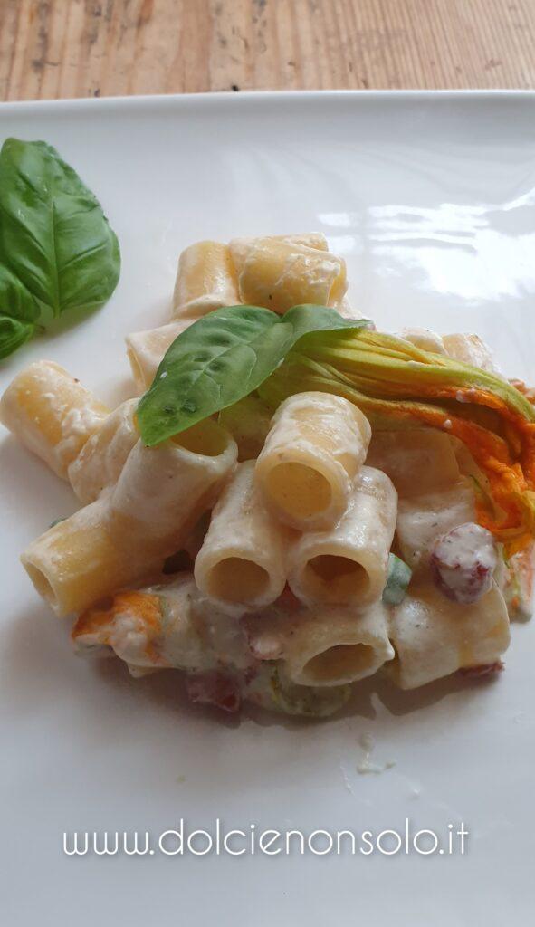 pasta con pancetta e fiori di zucca