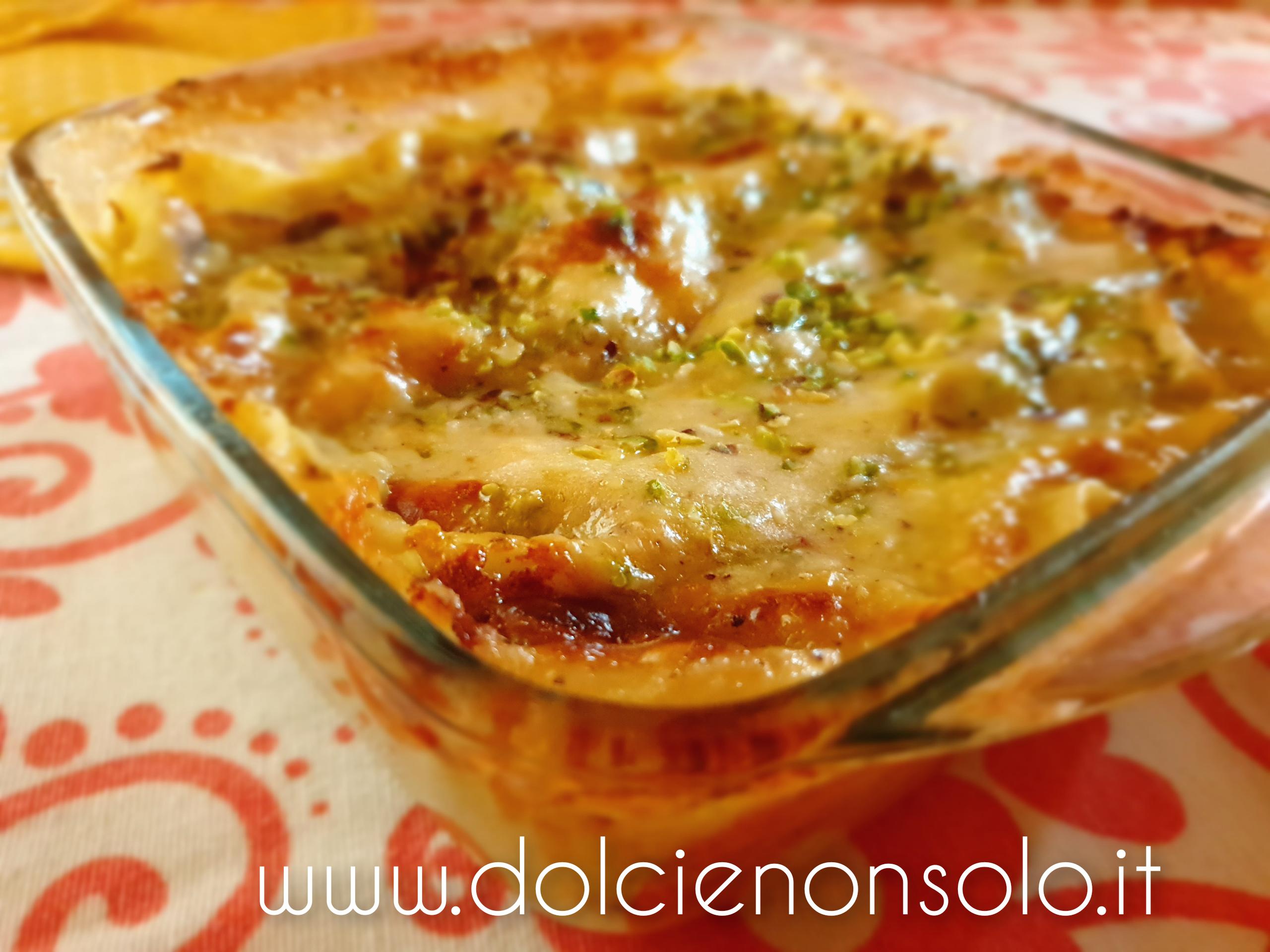 lasagna con mortadella e pistacchi dopo la cottura