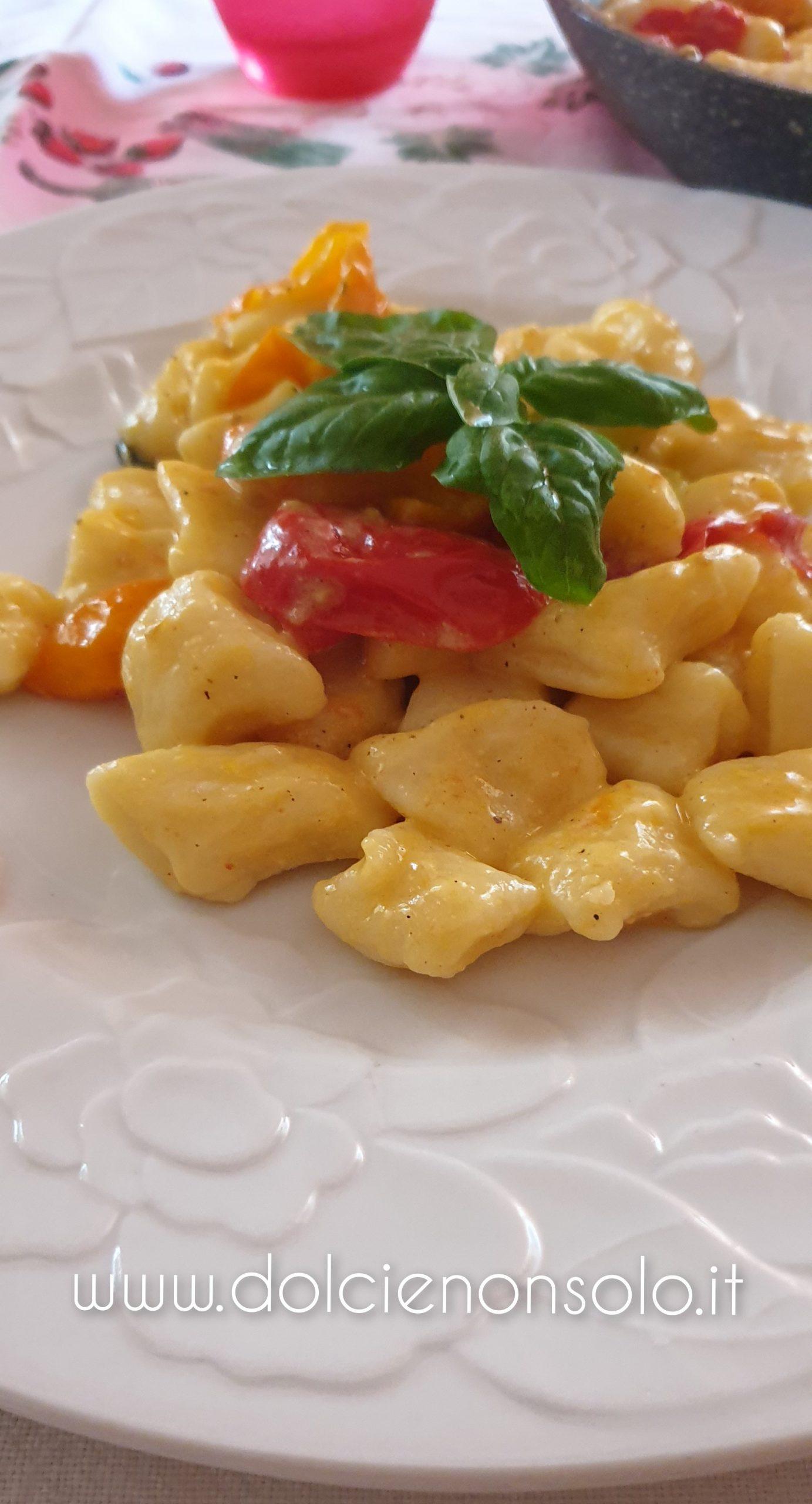 gnocchi cremosi con pomodorini gialli e rossi
